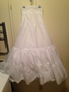David's Bridal White Nylon 55020003 Formal Wedding Dress Size 4 (S)