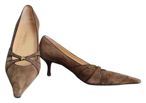 Chanel Suede Clover Kitten Brown Pumps