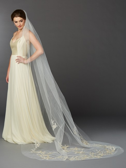 Item - Ivory/Silver/Gold Long Stunning Lace Cathedral In Bridal Veil