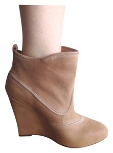 Joie Camel Wedges