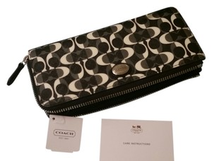Coach Coach Bleeker Accordion Zippered Wallet