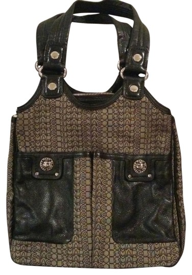 Preload https://item5.tradesy.com/images/marc-by-marc-jacobs-totally-turnlock-tote-hobo-black-and-grey-80-polyester-20-leather-shoulder-bag-1172869-0-1.jpg?width=440&height=440