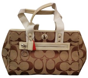 Coach Tote in white/beige