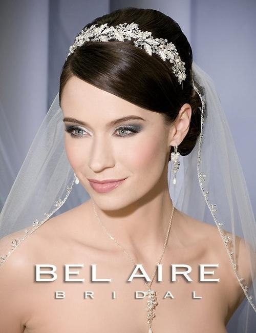 Item - Ivory Medium V7087 Bridal Veil