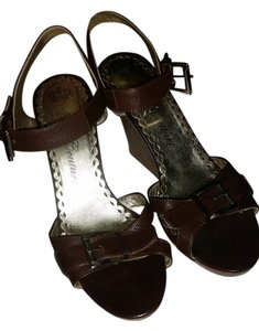 Juicy Couture Leather Strappy Buckle brown Wedges