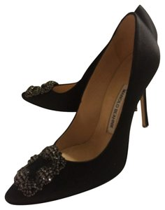 Manolo Blahnik Satin Nero Pumps