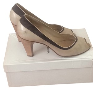 CoSTUME NATIONAL Cream and gray Pumps