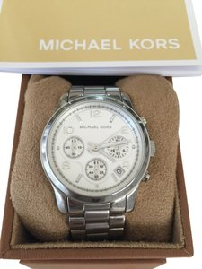 Michael Kors Michael Kors Runway Silver-Tone Mid-Sized Steel Chronograph Watch
