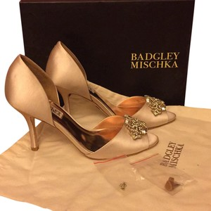 Badgley Mischka Satin Leather Sole Vanilla Formal