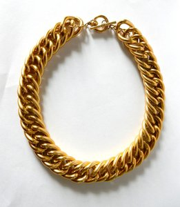 Anne Klein Anne Klein chunky gold tone necklace w/ toggle closure