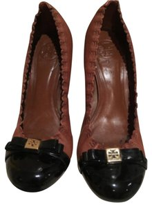 Tory Burch Brown and black Pumps
