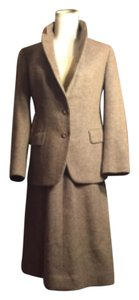 Burberry VINTAGE BURBERRY SZ 8 ( 4/6 Todays Sizing) Tan Tweed ( Silk/Wool/Cashmere) 2 Piece Jacket/Skirt SUIT