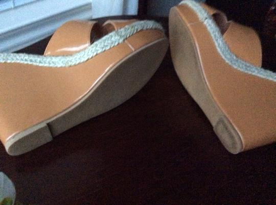 35 centimeters Camel Wedges