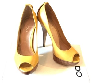 ALDO Yellow Pumps