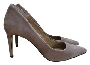 Ann Taylor Nude Suede Classic Skinny Natural/Nude/Taupe Pumps