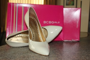 BCBGMAXAZRIA Winter White Pearl Bcbgirls Pumps Size US 8 Regular (M, B)