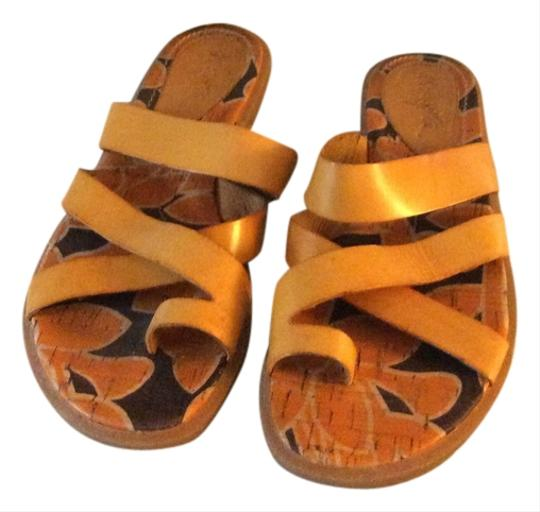 Naturalizer Tan Thongs Latex Comfort System Rubber Tanned Leather Mustard Sandals