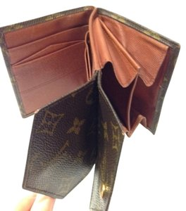 Louis Vuitton Authentic Double Sided Bifold Wallet with Coin Pocket.