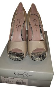 Jessica Simpson Dove smooth patent leather Pumps