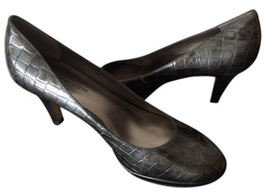 Anne Klein metallic gray Pumps