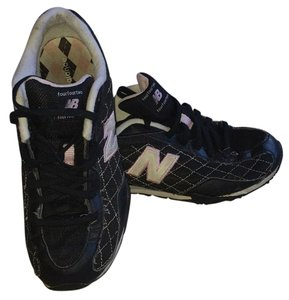 New Balance Black white and pink Athletic