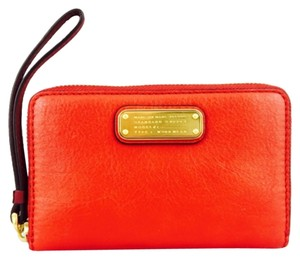 Marc by Marc Jacobs Marc By Marc Jacobs Red And Burgundy Two Toned Leather Wristlet Wallet New