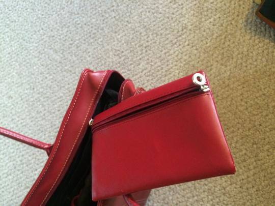 Targus Tote in Red Image 4