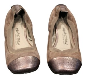 Kenneth Cole Reaction Comfy Gold Flats