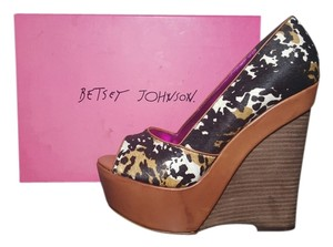 Betsey Johnson Animal Print Fur Leather Peep Toe Brown Black Wedges
