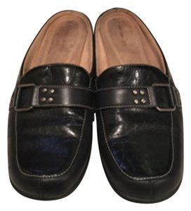 Naturalizer Black. Flats