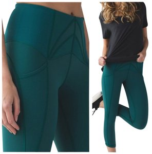 Lululemon New With Tags Lululemon exquisite Crop Forage Teal Sizs 4