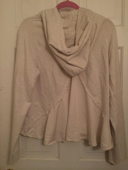 Item - Oatmeal Activewear Outerwear Size 10 (M, 31)