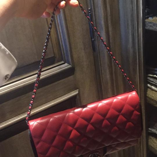 Chanel Leather Quilted Chain Shoulder Bag Image 4