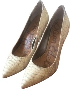 Sam Edelman Pointed Toe Snakeskin White Pumps