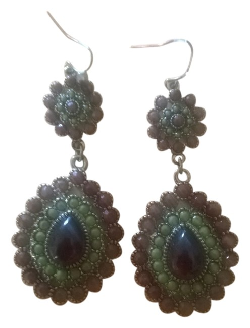 Item - Green and Brown Scalloped Ethnic Earrings