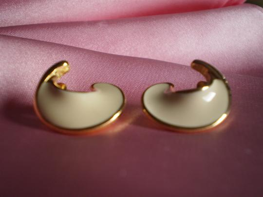 MONET Like New Rare Signed MONET Gold/Cream Earrings