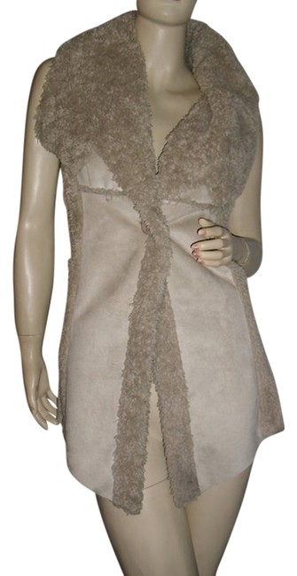 Preload https://img-static.tradesy.com/item/11896855/dolce-cabo-beige-reversible-faux-fur-suede-jacket-fashionista-style-boutique-vest-size-12-l-0-1-650-650.jpg