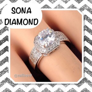 Other 2CT Sona Diamond Center Stone Very Sparkly Ring