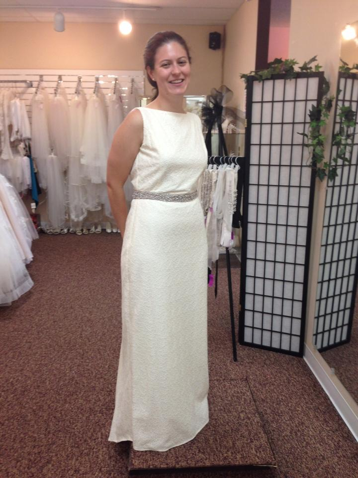 bc2d34a85cf Isaac Mizrahi for Target Ivory Cream Eyelet Lace Wedding Dress Size 8 (M)  ...