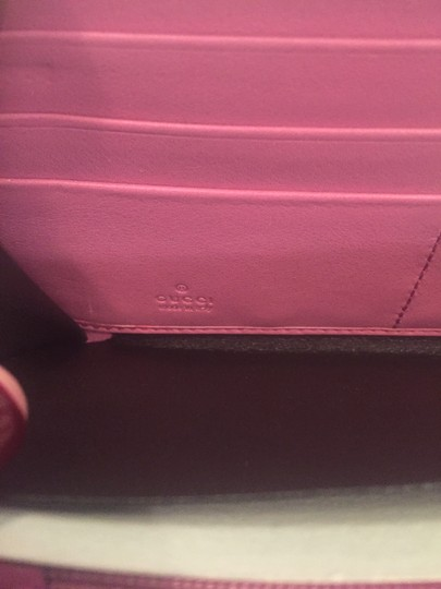 Gucci NWOT Gucci Pink Patent Leather Bamboo-Zipper Around Travel Wallet Clutch Image 4