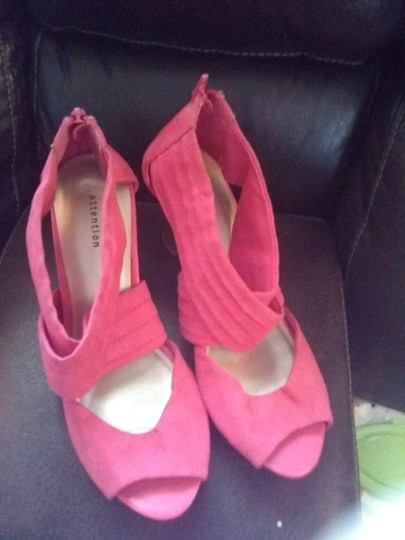 Attention coral Pumps Image 3