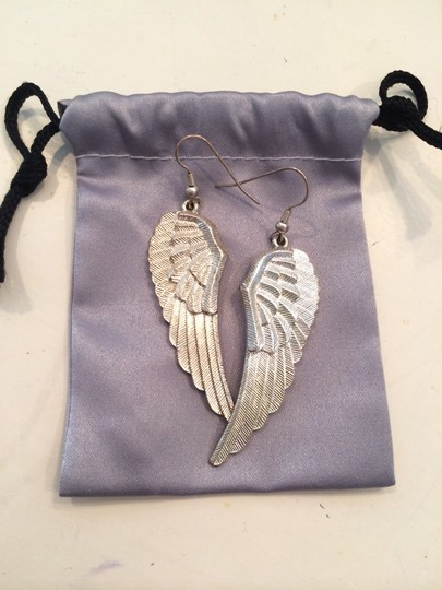 Other Wing Earrings Image 4