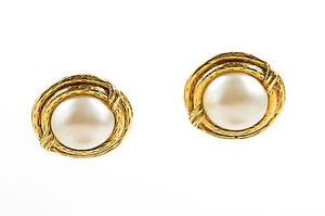 Chanel Vintage Chanel Gold Tone White Faux Pearl Round Clip On Earrings