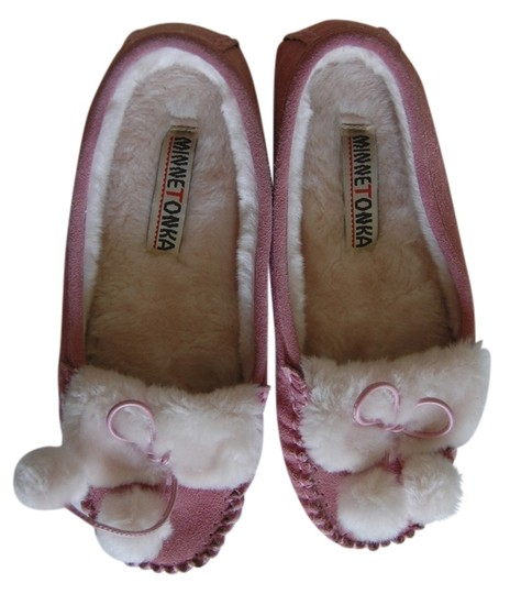 Preload https://item4.tradesy.com/images/minnetonka-pink-and-white-moccasins-flats-size-us-7-regular-m-b-1193328-0-0.jpg?width=440&height=440