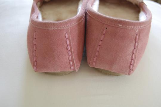 Minnetonka Moccasins pink and white Flats