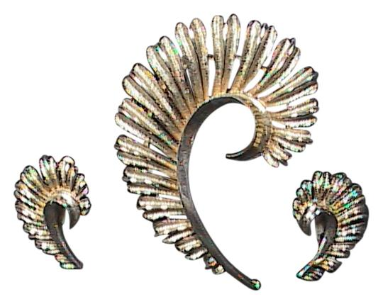 Vintage Vintage CORO Gold Tone Feather Brooch & Clip On Earrings Set