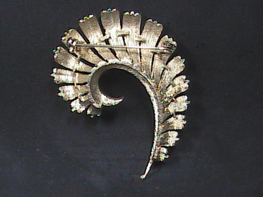 Vintage Vintage CORO Gold Tone Feather Brooch & Clip On Earrings Set Image 1