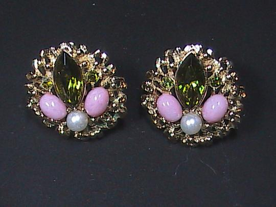 Sarah Coventry Vintage in the 70's Sarah Coventry Gold Tone Brooch & Clip On Earrings Set Image 3