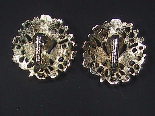 Sarah Coventry Vintage in the 70's Sarah Coventry Gold Tone Brooch & Clip On Earrings Set Image 4