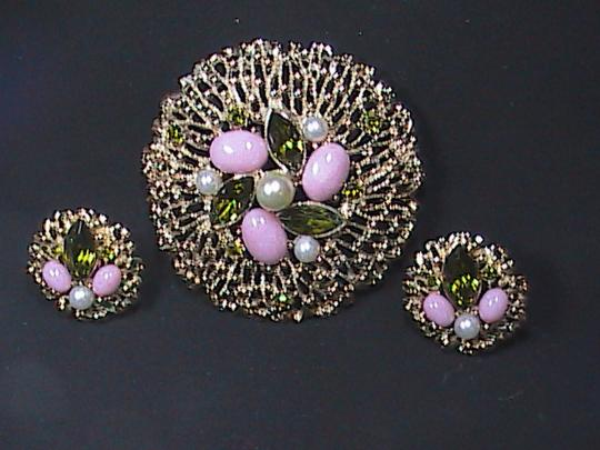 Sarah Coventry Vintage in the 70's Sarah Coventry Gold Tone Brooch & Clip On Earrings Set Image 5